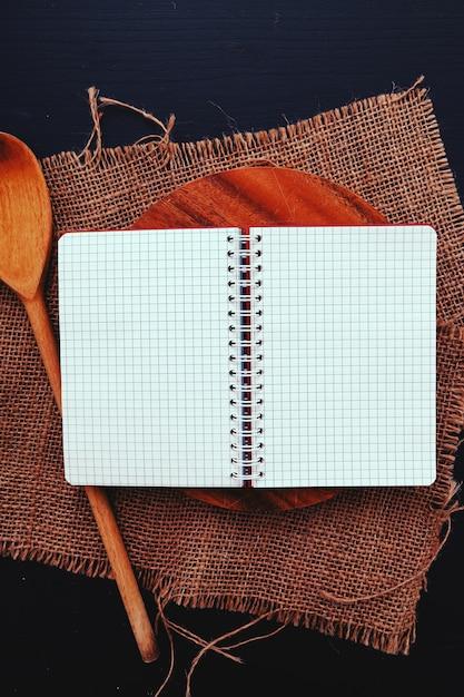 Kochutensilien auf küchentheke Kostenlose Fotos