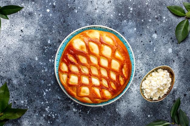 Köstliche hausgemachte hüttenkäsepastete mit frischem hüttenkäse und honig, draufsicht Kostenlose Fotos