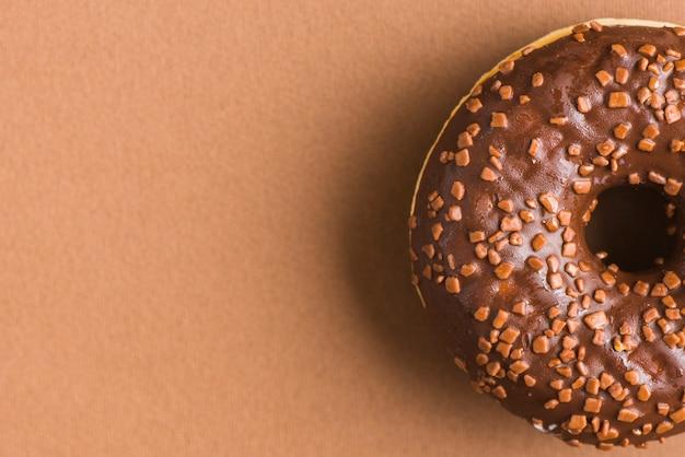 Köstliche schwarze schokoladenkrapfen-belagskakaodekoration Kostenlose Fotos
