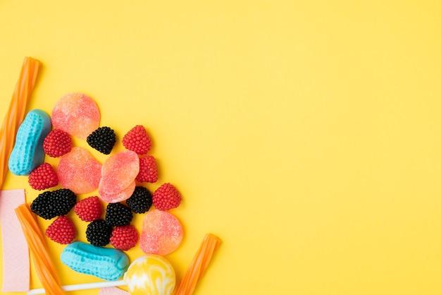 Köstliche süßigkeiten der nahaufnahme auf tabelle Kostenlose Fotos