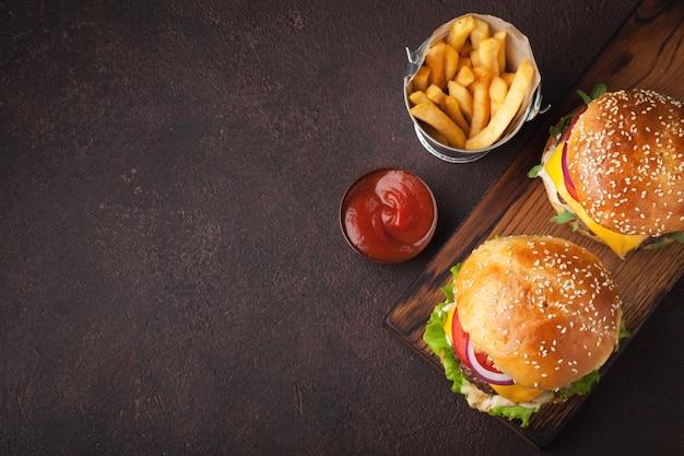 Köstlicher frischer hausgemachter burger. Premium Fotos