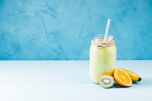 Köstlicher frucht smoothie-kopienraum Kostenlose Fotos