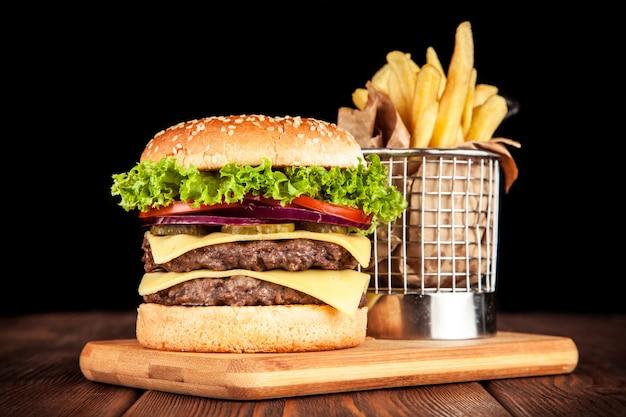 Köstlicher gegrillter burger Premium Fotos