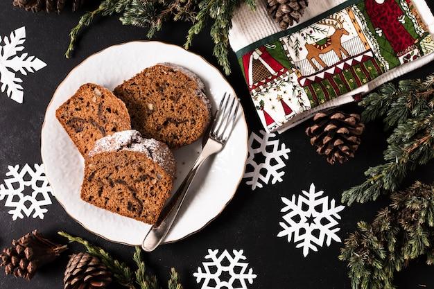 Köstlicher geschnittener kuchen der draufsicht für weihnachtsfest Kostenlose Fotos