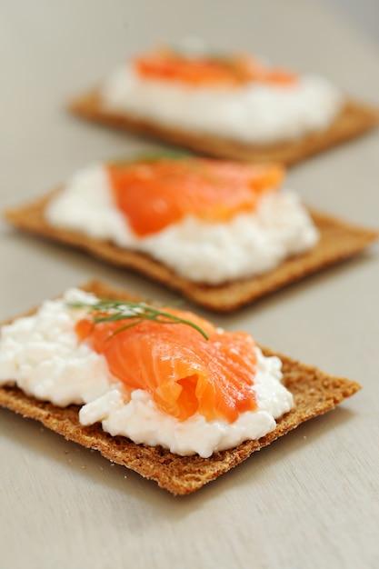 Köstlicher snack auf dem tisch Kostenlose Fotos