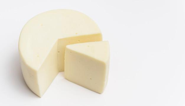 Köstlicher traditioneller käse der nahaufnahme Premium Fotos
