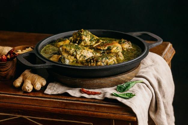 Köstliches hühnermehl high angle Kostenlose Fotos