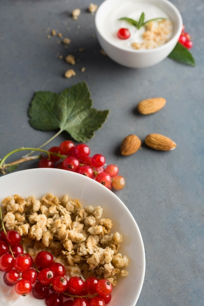 Köstliches konzept für gesunde mandeln und obst Kostenlose Fotos