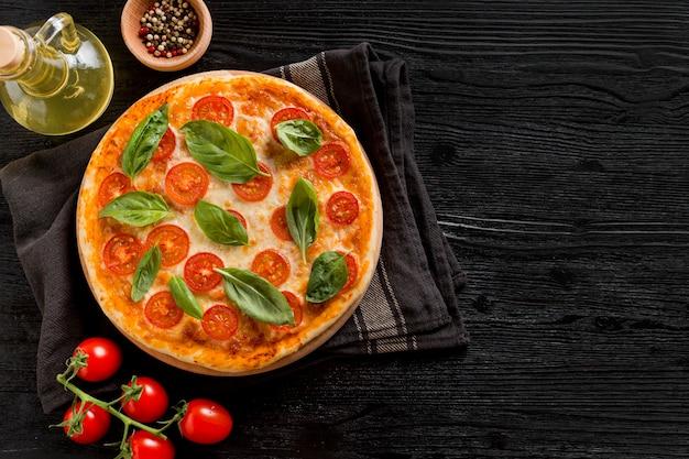Köstliches pizzakonzept mit kopierraum Premium Fotos
