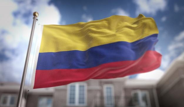 Kolumbien flagge 3d rendering auf blauem himmel gebäude hintergrund Premium Fotos