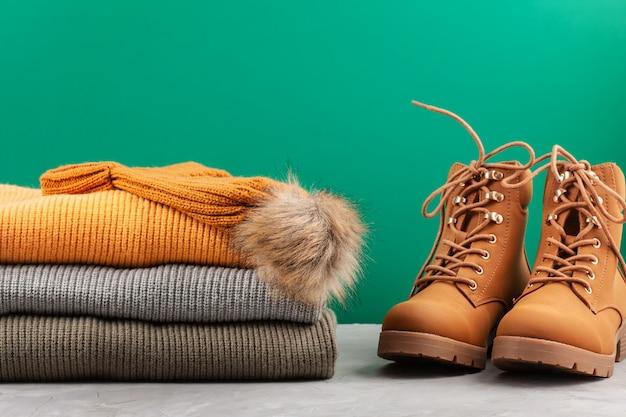 Komfortables warmes outfit für kaltes wetter Premium Fotos