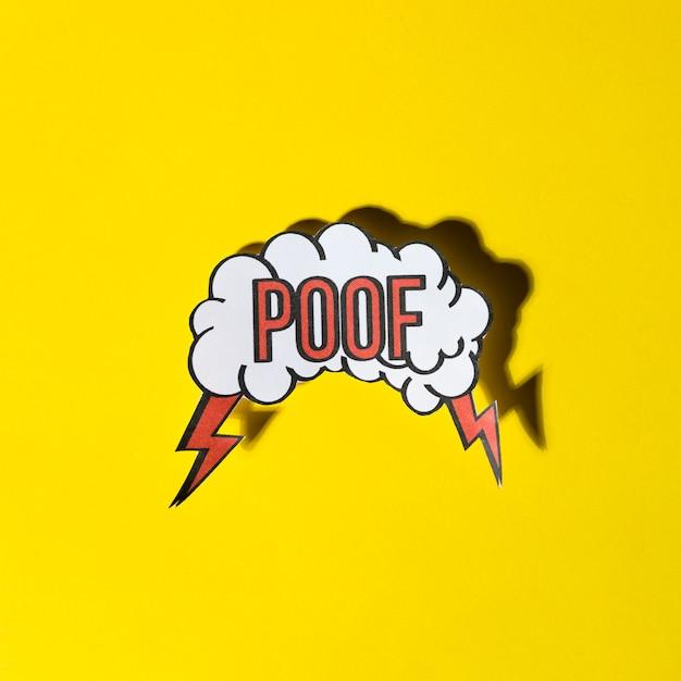 Komische spracheblase mit ausdruckstext poof auf gelbem hintergrund Kostenlose Fotos