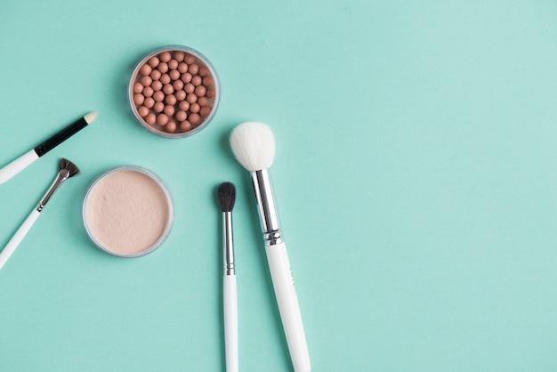 kompakte und bronzierte perlen mit verschiedenen make up. Black Bedroom Furniture Sets. Home Design Ideas