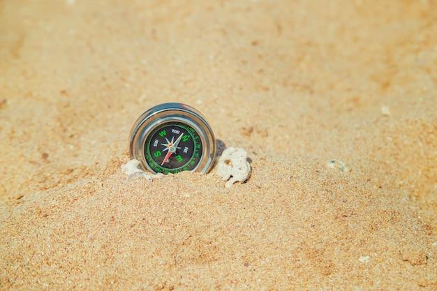 Kompass an der küste Premium Fotos