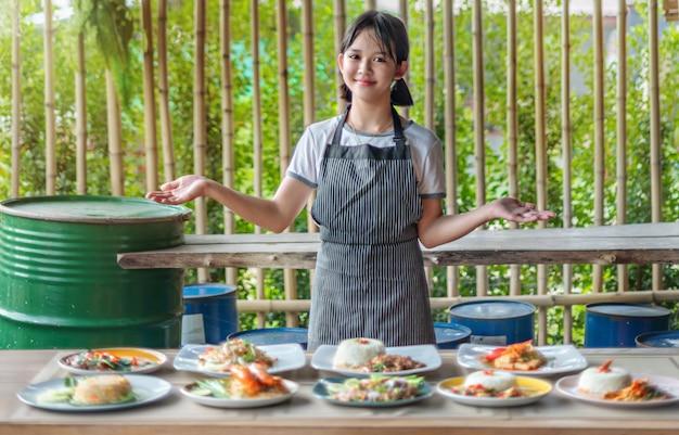 Kompletter satz asiatischer essensgeschenke von einem koch Premium Fotos
