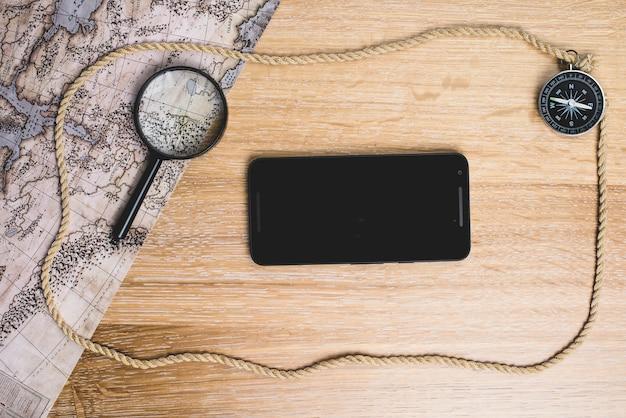 Komposition mit handy und reise objekte Kostenlose Fotos