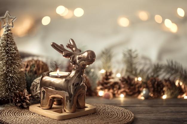 Komposition mit weihnachtsdekoration im innenraum. Kostenlose Fotos