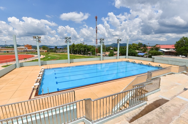 Konkurrenzfähiger swimmingpool Premium Fotos