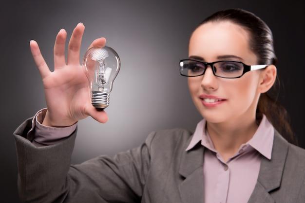 Konzept der guten idee mit frauengeschäftsfrau Premium Fotos