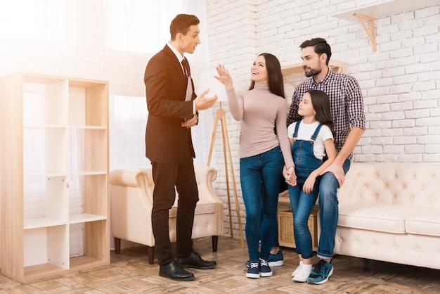 Konzept des hauskaufs. immobilien kaufen. Premium Fotos