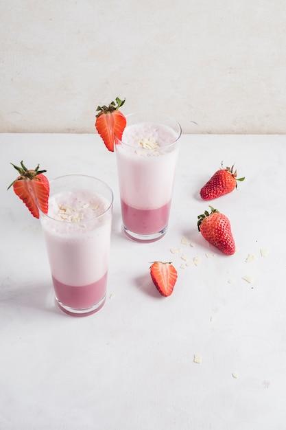 Konzept des köstlichen erdbeeresmoothie Kostenlose Fotos