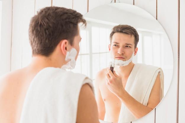Konzept mit attraktivem mann rasieren Kostenlose Fotos