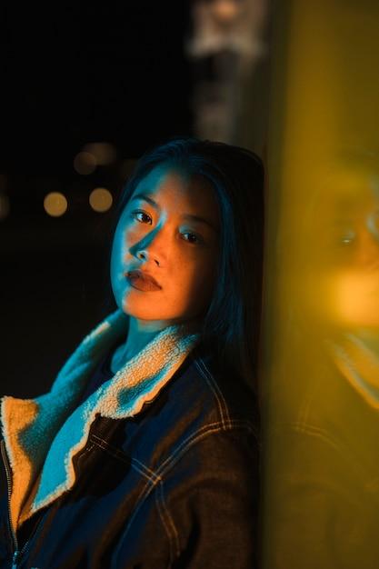 Konzept mit mädchen nachts ausgehen Kostenlose Fotos