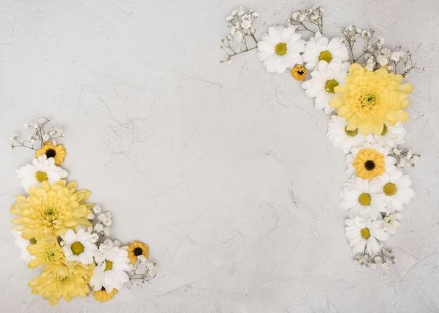 Kopieren sie den eleganten rahmen des raumes von frühlingsblumen Kostenlose Fotos