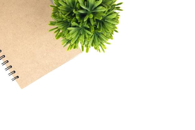 Kopieren sie raumbuch der draufsicht des braunen und grünen blattes Premium Fotos