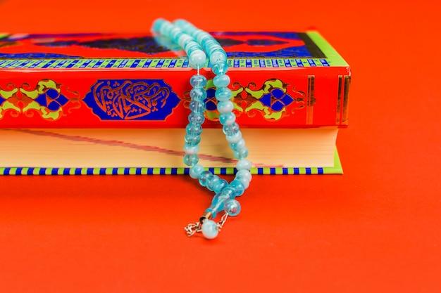 Koran - holly buch des islam Premium Fotos
