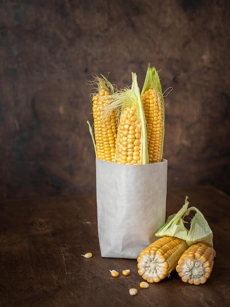 Kornähren in einer papiertüte Premium Fotos