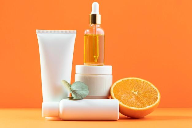 Kosmetik auf orange hintergrund Kostenlose Fotos