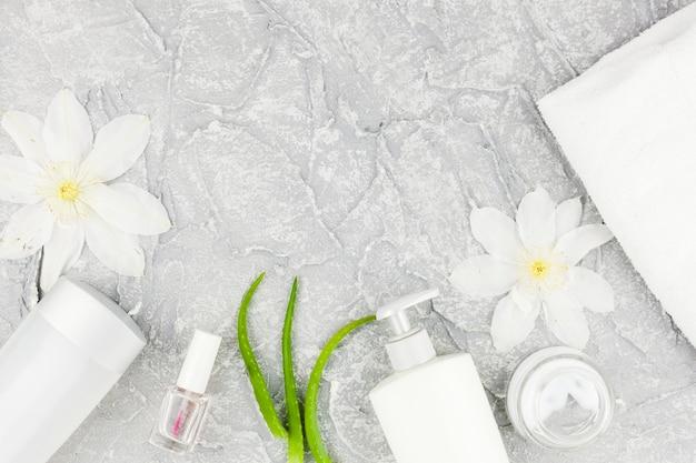 Kosmetikzusammensetzung in den weißen farben Kostenlose Fotos