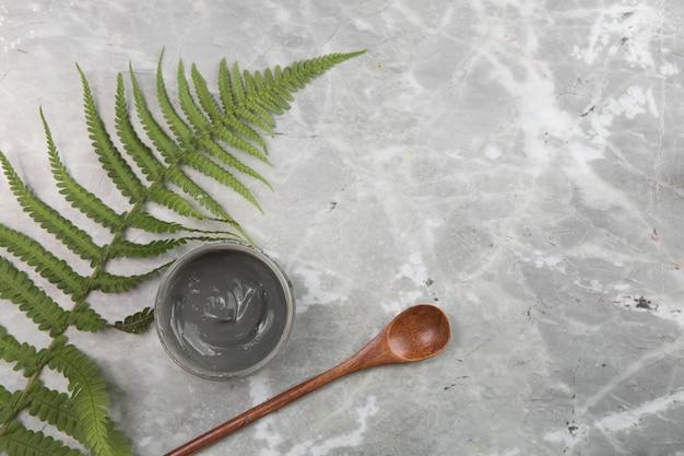 Kosmetische anordnung der flachen lage auf marmorhintergrund Kostenlose Fotos