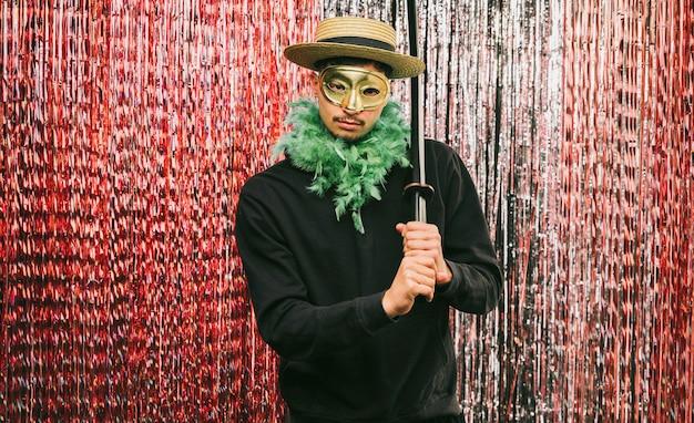 Kostümierter flachwinkelmann für karnevalsparty Kostenlose Fotos