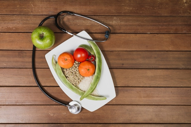 Krankenhaus Essen mit stethoscop | Download der kostenlosen Fotos