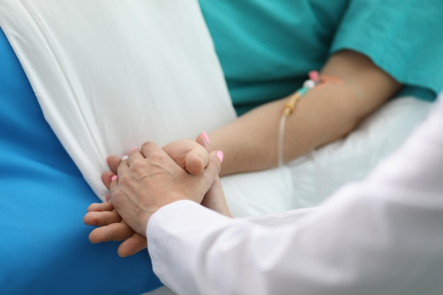 Krankenschwester, die schnelle genesung wünscht Premium Fotos