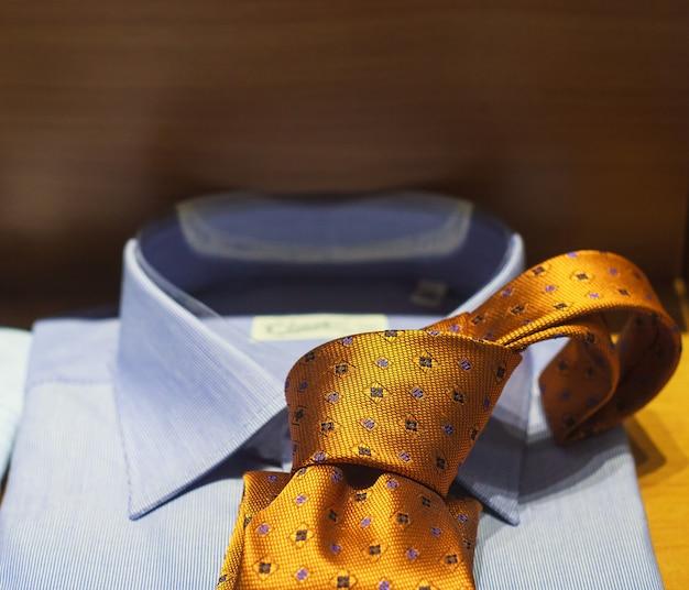 Krawatte und hemd Premium Fotos