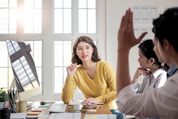 Kreative grafische meeting- und planungs-anwendungsentwicklung für team-designer Premium Fotos
