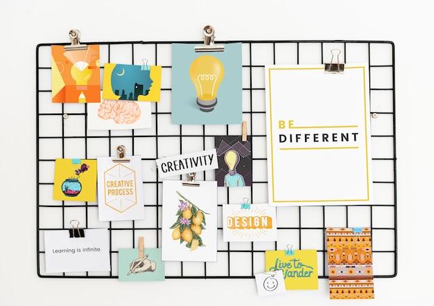 Kreative postkarte auf einem gestell gesetzt Premium Fotos