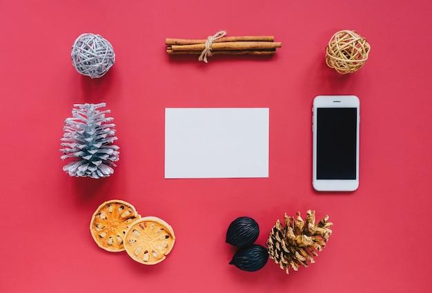 Kreative Wohnung legen von Weihnachtsschmuck im minimalistischen ...