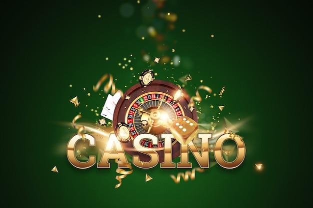 Kreativer hintergrund, aufschriftkasino, roulette, spielende würfel, karten, kasinochips auf einem grünen hintergrund Premium Fotos