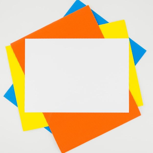 Kreatives flaches lagepapiermodell Kostenlose Fotos