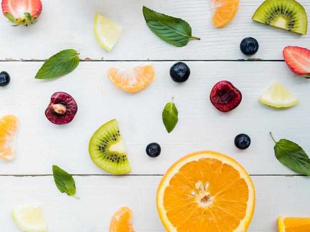 Kreatives layout von früchten Kostenlose Fotos