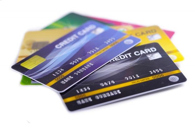 Kreditkartenmodell auf weißem hintergrund. Premium Fotos
