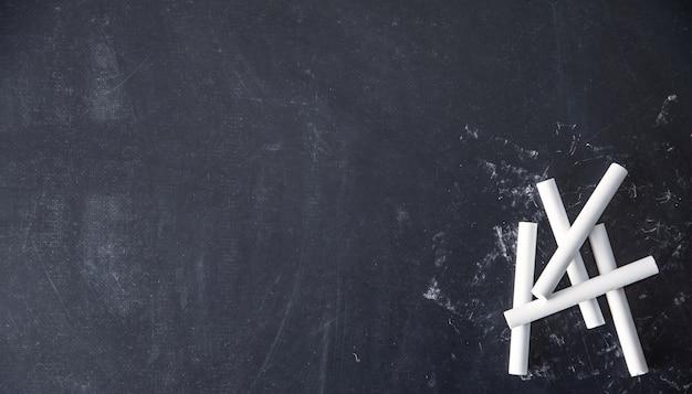 Kreiden auf schwarzem hintergrund Premium Fotos