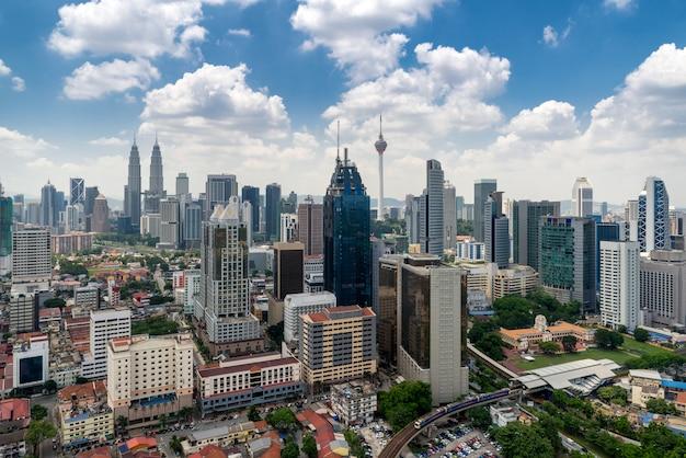 Kuala lumpur city skyline und wolkenkratzer in kuala lumpur, malaysia Premium Fotos