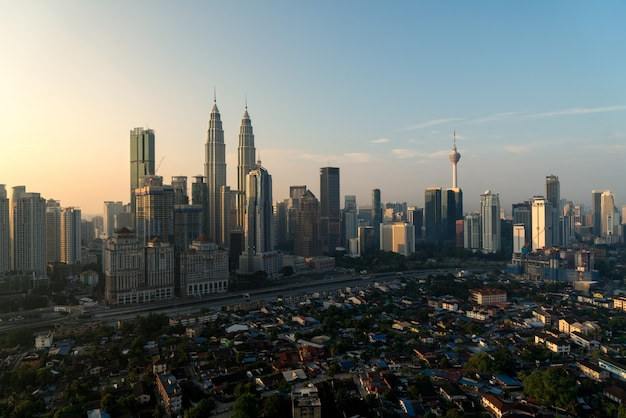 Kuala lumpur city wolkenkratzer im stadtzentrum gelegen in kuala lumpur, malaysia Premium Fotos