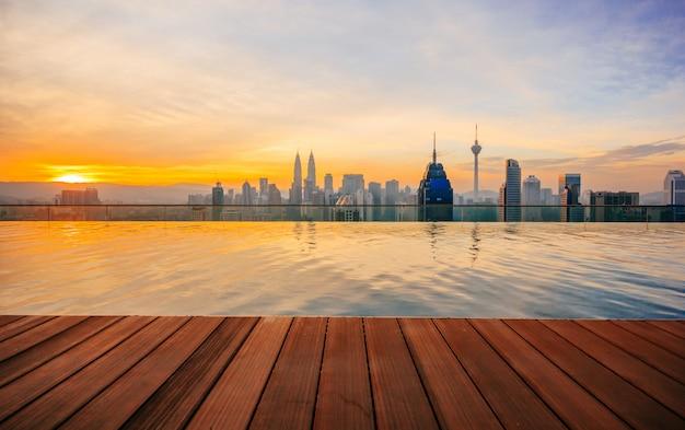 Kuala lumpur-stadtbild zeigt den petronas-twin tower, auch bekannt als klcc-gebäude Premium Fotos