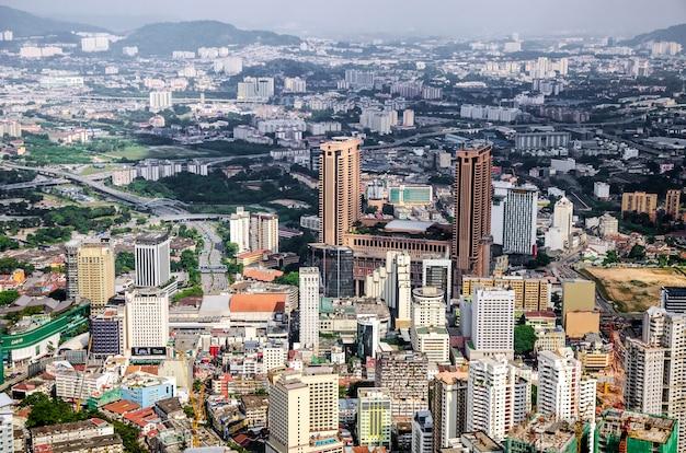 Kuala lumpur und die umliegenden städtischen gebiete bilden die wirtschaftlich am stärksten wachsende region in malaysia Premium Fotos